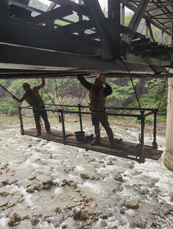 松藻煤矿运输铁桥整改